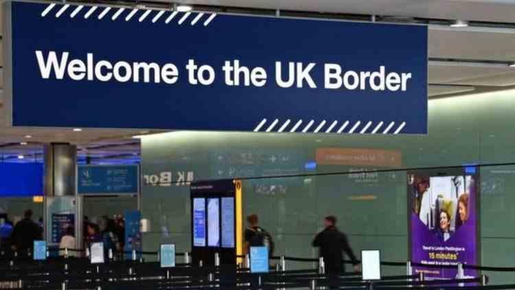 Testul COVID negativ este obligatoriu pentru toate persoanele care intră în Marea Britanie