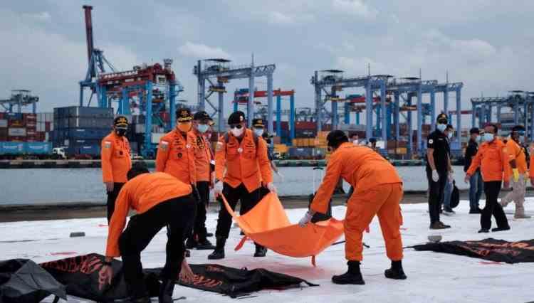 Au fost găsite cutiile negre ale avionului prăbușit în Indonezia