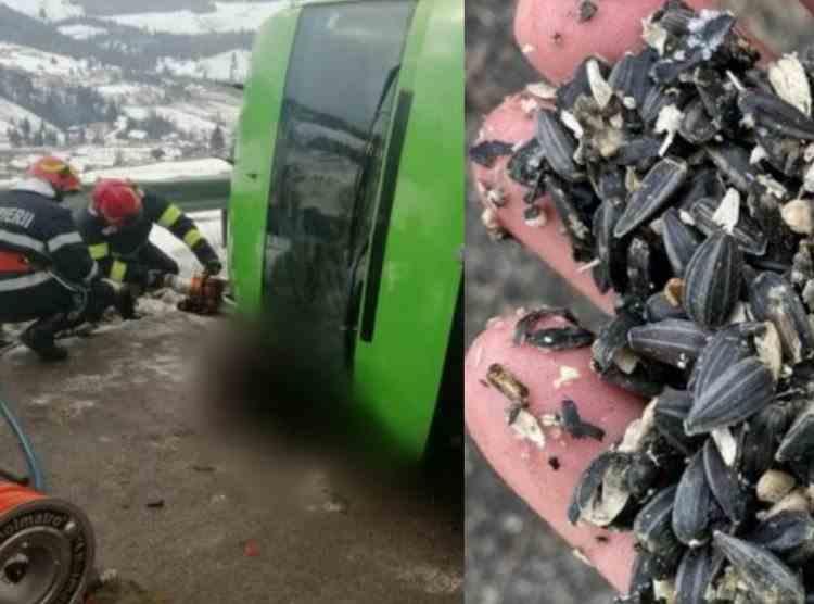 Microbuz răsturnat din cauza semințelor de floarea soarelui de pe carosabil - Două persoane au murit