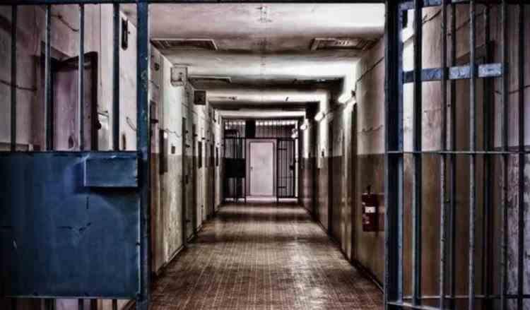 Un deținut a intrat în greva foamei pentru că nu a beneficiat de îngrijiri medicale după ce tavanul penitenciarului s-a prăbușit peste el