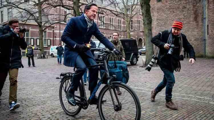 Guvernul Olandei a demisionat după ce mii de părinți au fost acuzați pe nedrept de fraudă cu alocatiile copiilor