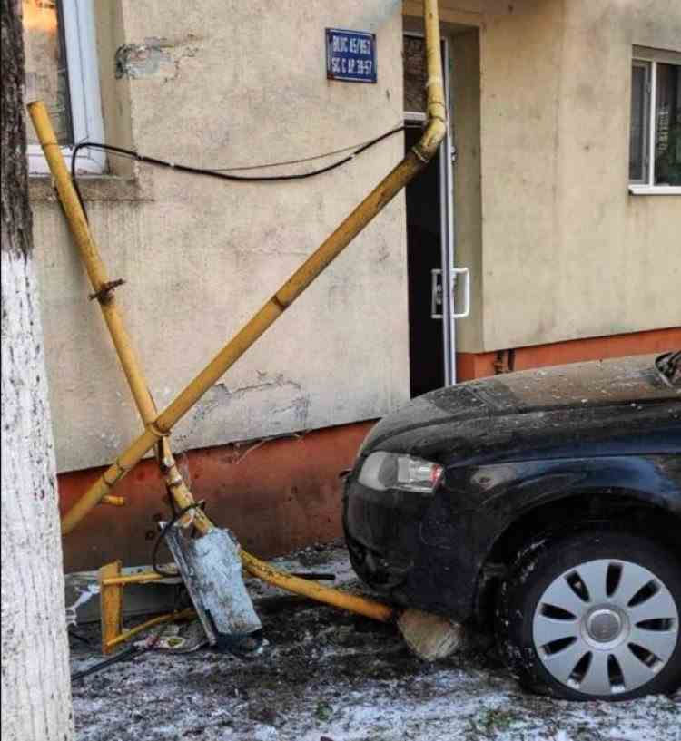 Un bloc din Giurgiu a fost evacuat după ce un șofer a pierdut controlul mașinii și a rupt țeava de gaze