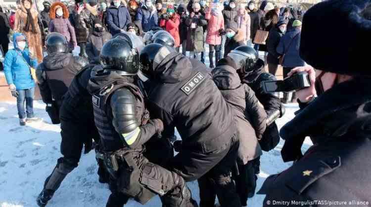 Demonstraţii anti-Putin şi pro-Navalnîi în Rusia la -50 de grade - Poliţia a arestat deja peste 200 de persoane