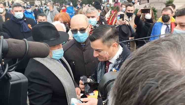 Primarul Iașiului a fost stropit cu iaurt de un protestatar, în timpul ceremoniilor pentru sărbătorirea Micii Uniri