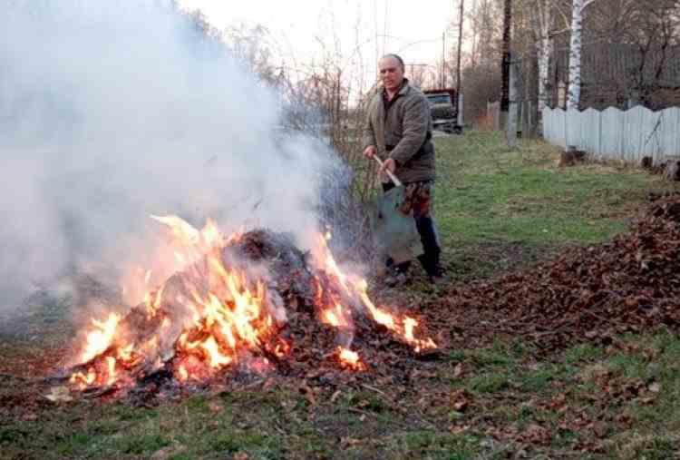 Se vor aplica amenzi uriașe - Arderea frunzelor în gospodărie este interzisă începând cu februarie 2021