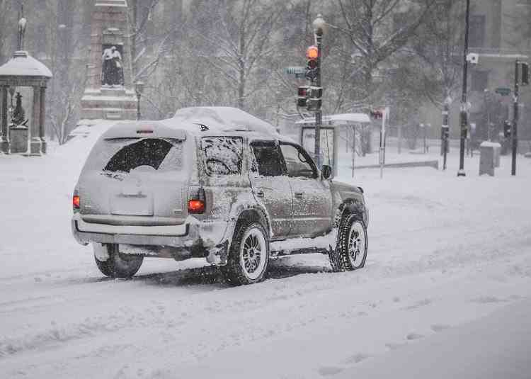 Avertizare ANM de ninsori și polei începând de vineri seara