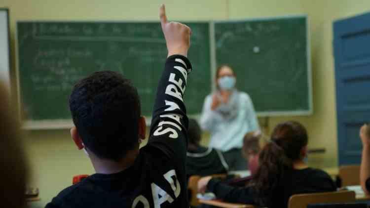 Părinţii nu trebuie să vină la şcoală cu formularul completat pentru testarea COVID a copiilor