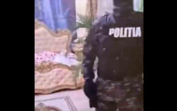 Un fost primar din Vrancea a fost săltat de mascați după ce a plecat acasă cu un laptop din Primărie