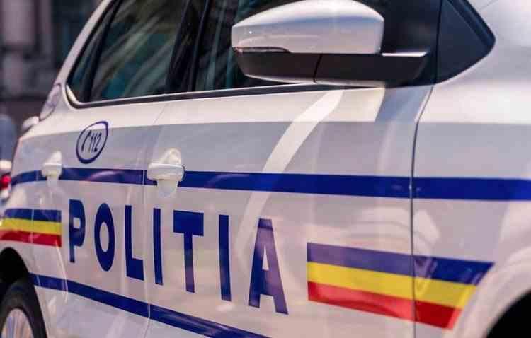 Un hoț care furase bijuterii de 10.000 de lei a fost ridicat de polițiști chiar când făcea autostopul cu toate bunurile asupra lui