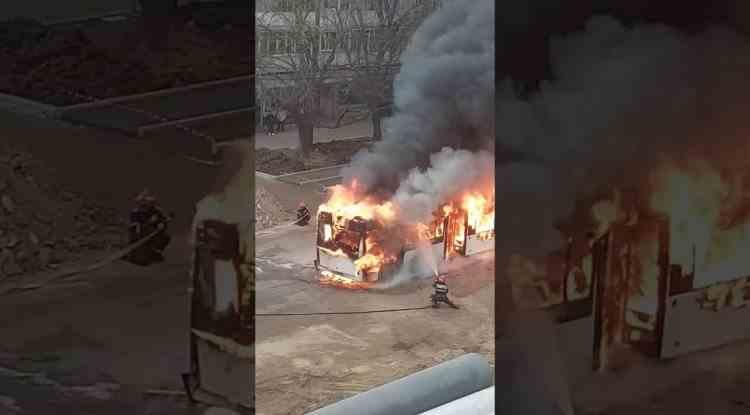 Un autobuz plin cu călători a luat foc în mers și a ars în totalitate, în Galați