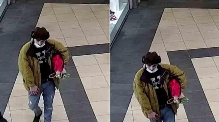 Poliția caută un bărbat care a amenințat cu arma și a jefuit un tânăr din București