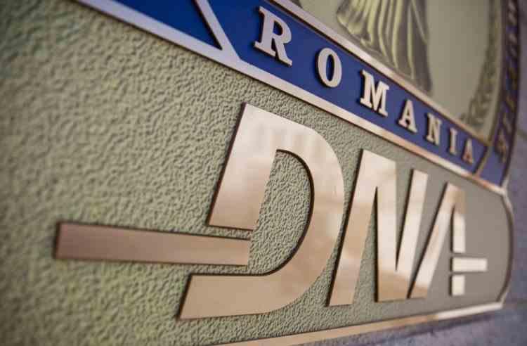 Șeful serviciului secret al MAI din Suceava a fost reținut de procurorii DNA