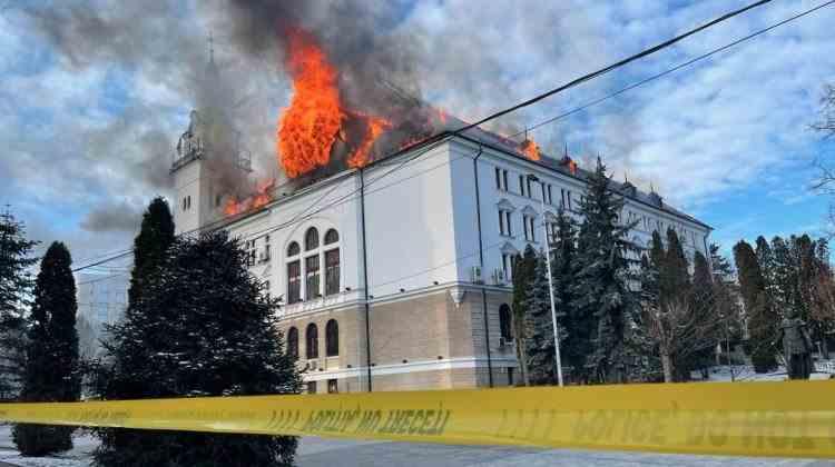 Incendiul de la Palatul Administrativ din Suceava a afectat birourile cu serverele și documentele STS și SRI