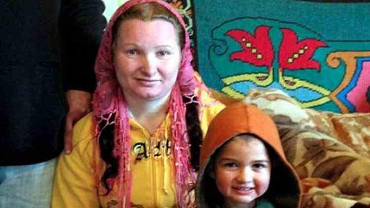 O tânără din Vaslui a devenit bunică la 23 de ani