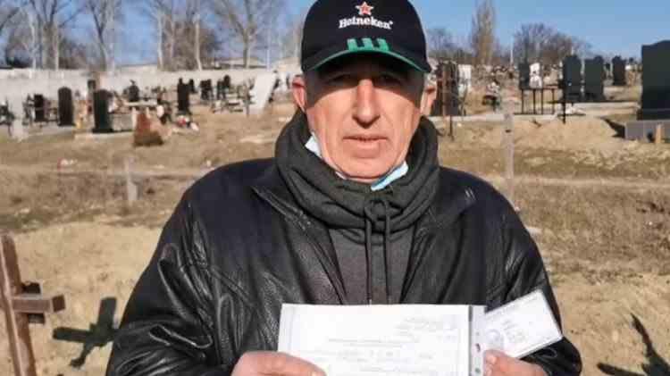 """Un bărbat a aflat că este """"mort și îngropat"""", când a revenit acasă după trei ani de muncă în străinătate"""