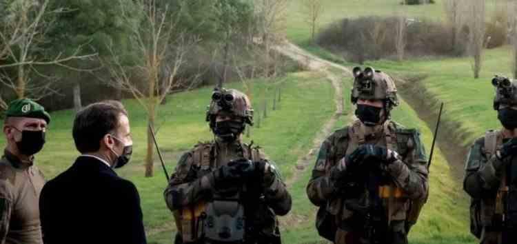 Cinci luptători ai Legiunii Franceze, printre care și un român, devin cetățeni francezi - Președintele Macron a asistat la antrenamentele acestora