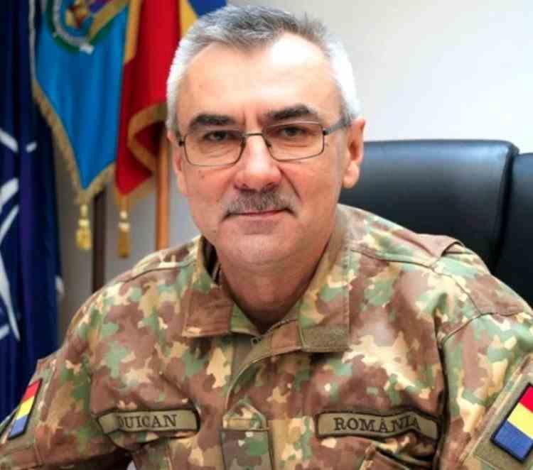 Generalul Duican, șeful Corpului de Control din MApN, a fost trecut în rezervă după ce și-a vaccinat fiul peste rând într-un centru special