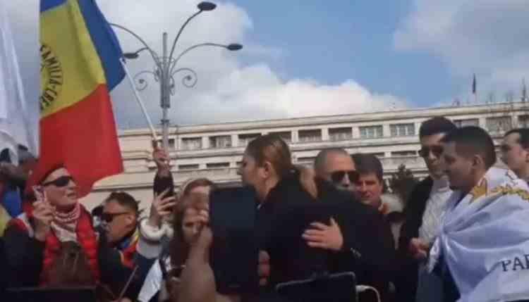 Proteste anti-restricții și anti-mască în București - Jandarmeria anunță amenzi între 2500 de lei și 10000 de lei pentru participanți și organizatori