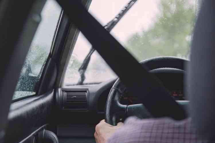 Călătoriile cu mașina pe cont propriu sunt mai dăunătoare pentru mediu decât zborurile cu avionul