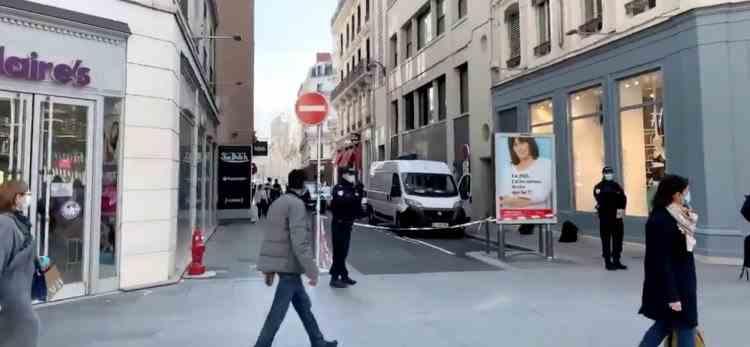 O mașină blindată a fost jefuită în centrul Lyonului - Hoții au reușit să fugă cu sute de mii de euro, bijuterii și metale prețioase