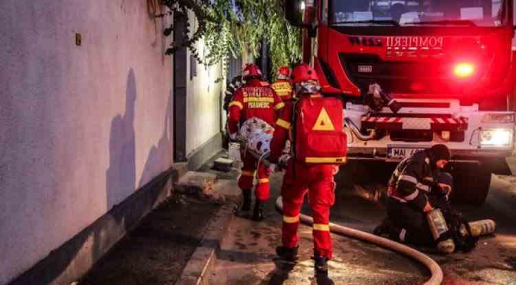 Un mort și 2 răniți în urma unui incendiu declanșat la o bază sportivă FCSB din Berceni