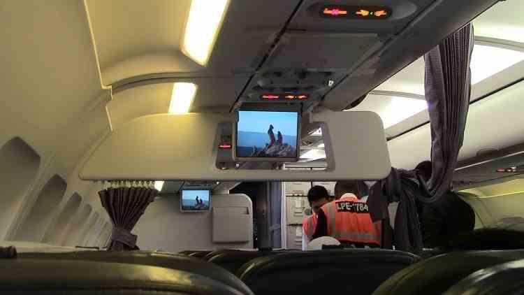 Un însoțitor de zbor a fost condamnat după ce a băgat în carantină peste 2000 de oameni