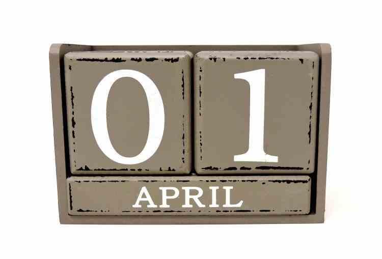 1 Aprilie, Ziua păcălelilor - Origini și obiceiuri