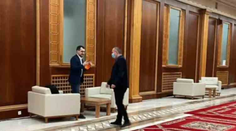 Ministrul Sănătății a fost amendat cu 1500 de lei după ce a fost fotografiat fără mască pe holurile Parlamentului