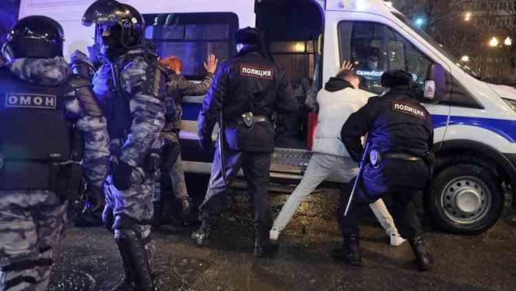 Polițiștii din Rusia vor fi dotați cu echipamente anti-revoltă