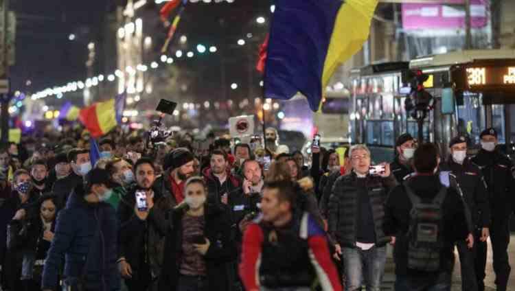 Percheziții în București, în urma protestelor anti-restricții - Mai multe persoane au fost duse la audieri