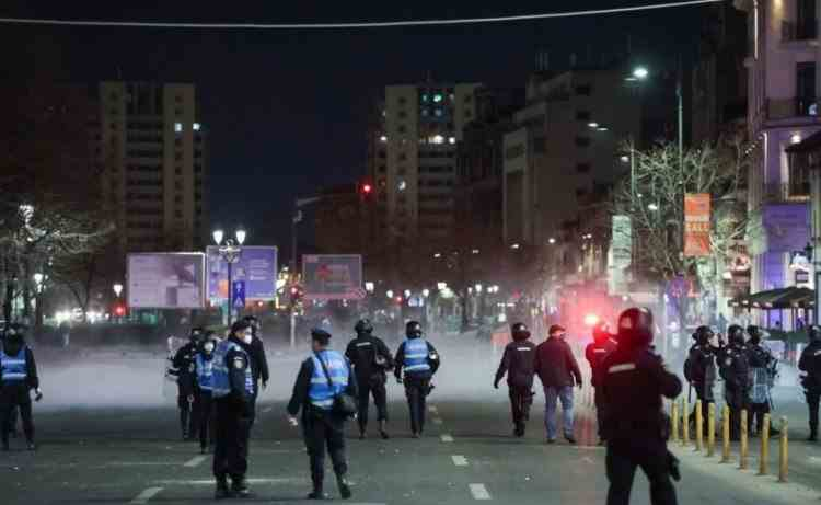 Ministrul de Interne, despre protestatarii reținuți: E foarte interesant că o parte dintre ei sunt minori