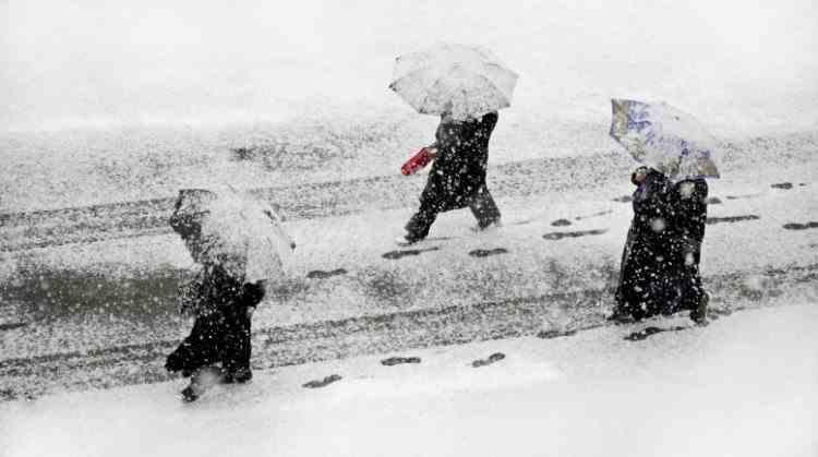 Informare ANM: Cod Galben de ninsori și vreme deosebit de rece, începând de marți seara