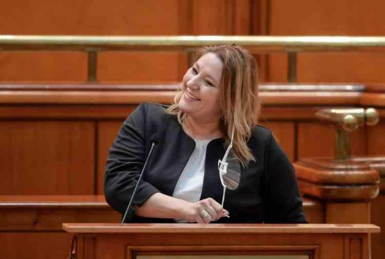 Diana Șoșoacă ar putea fi sancționată pentru comportamentul din Parlament - Demersul inițiat de mai mulți senatori