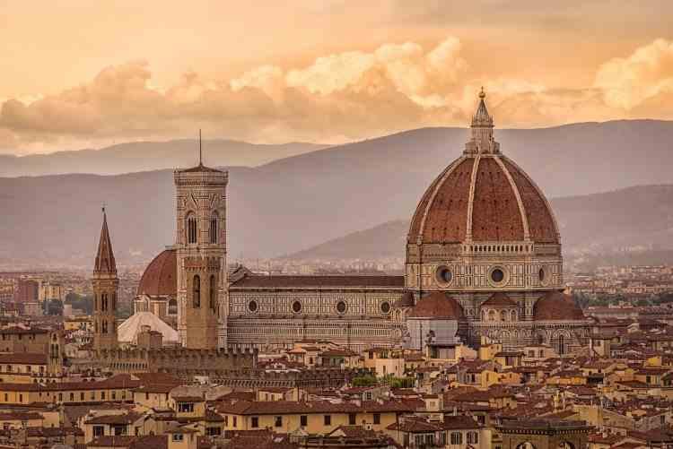 Italia va primi fără restricții toţi turiştii cu paşaport de vaccinare