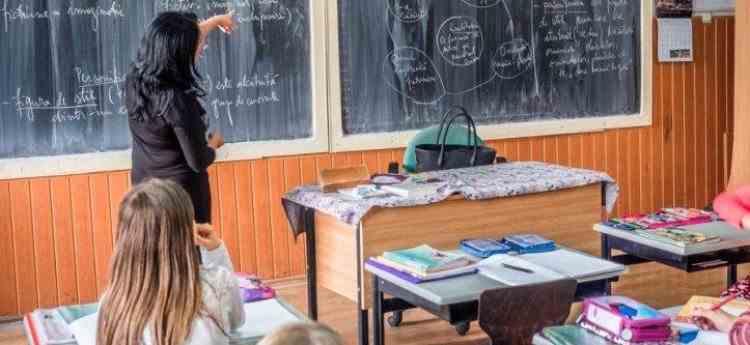 Ministerul Educației: Elevii ar putea învăța în trimestre, în loc de semestre, începând cu anul școlar 2021-2022