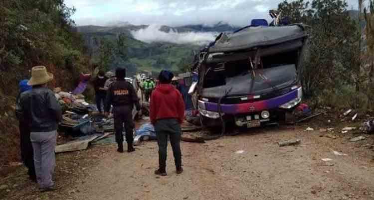Cel puțin 20 de oameni au murit într-un accident de autobuz în Peru