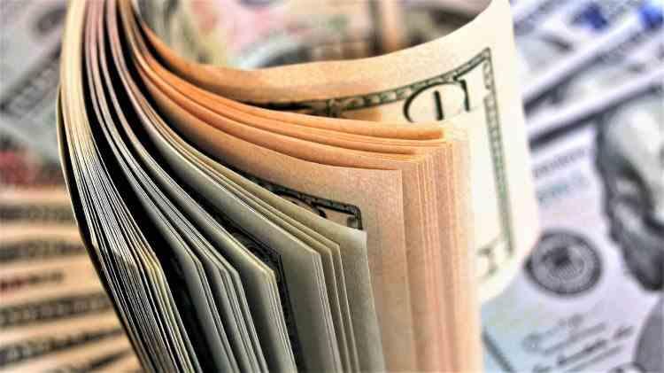 O femeie a refuzat să returneze cei 1,2 milioane de dolari care i-au fost virați din greșeală în cont