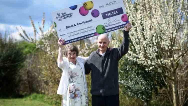 Un bătrân a câștigat la loterie după ce și-a uitat ochelarii acasă și a trebuit să încercuiască numerele la întâmplare