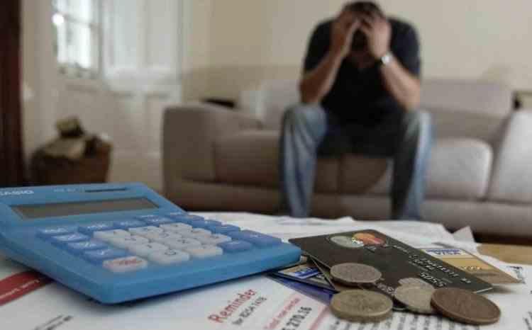 Un bărbat din Sibiu s-a trezit dator la bancă, deși nu accesase niciun credit