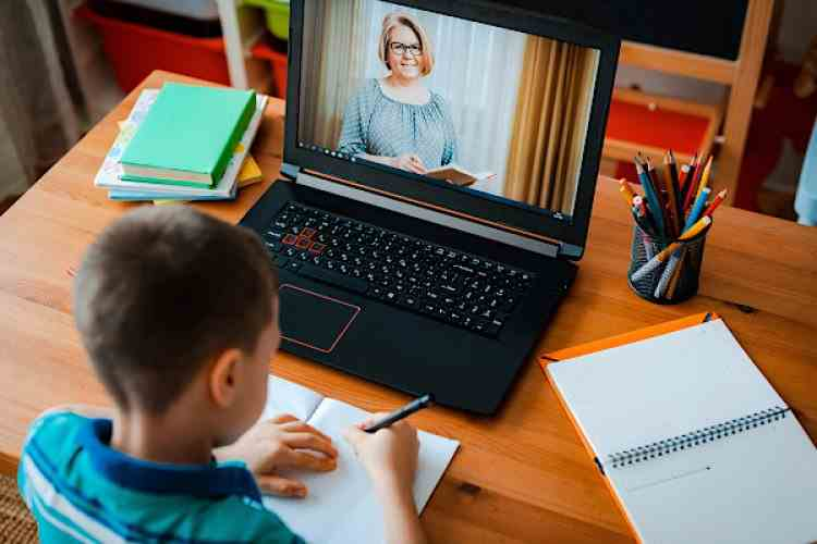 Ministrul Educației: Școala online va continua și după încheierea pandemiei