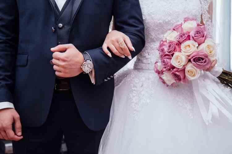 Doi tineri s-au căsătorit de 4 ori în 37 de zile, pentru a beneficia de mai multe zile libere plătite la locul de muncă