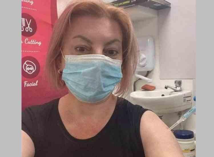 Un politician influent din Republica Moldova s-a fotografiat la vaccinare cu seringa având capacul pus