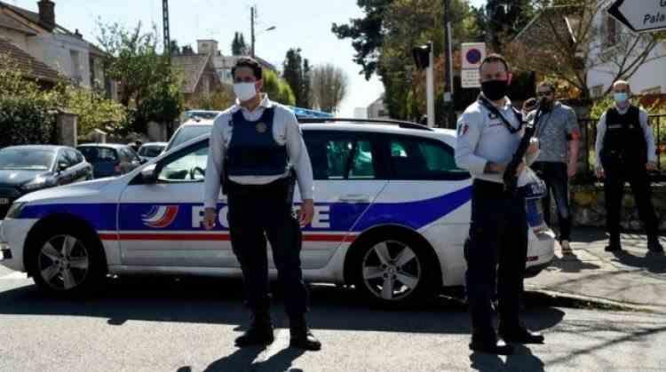 O poliţistă din Franța a fost înjunghiată mortal de un cetățean tunisian, chiar la intrarea în secția de Poliție