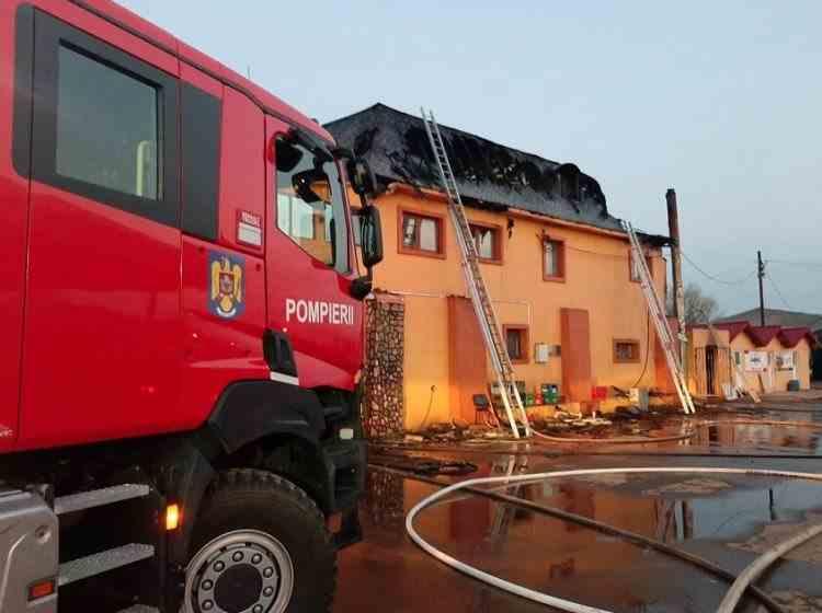 Incendiu la un motel din Buzău, aflat în apropierea unei stații GPL