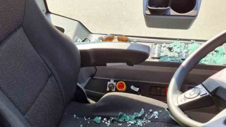 Un bărbat din Târgoviște a atacat cu o sabie un autobuz