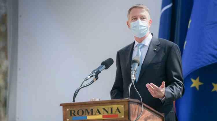 Președintele Iohannis: Veteranii de război reprezintă expresia vie a onoarei şi demnităţii Armatei României