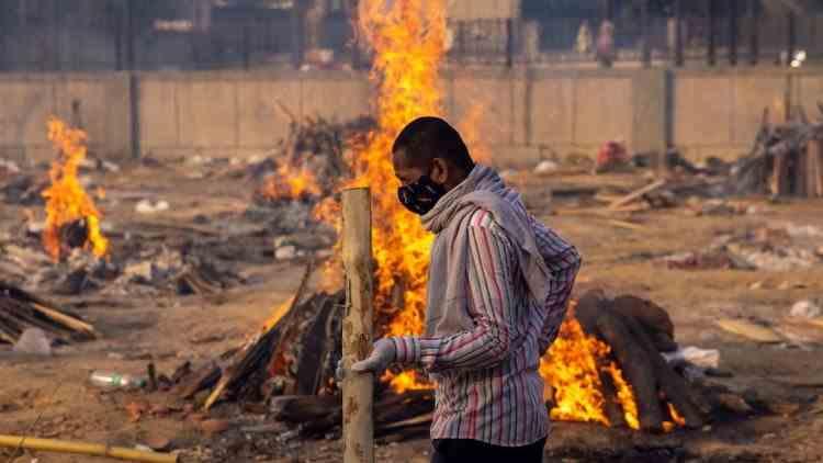 Imagini dramatice în India - Incinerări în masă