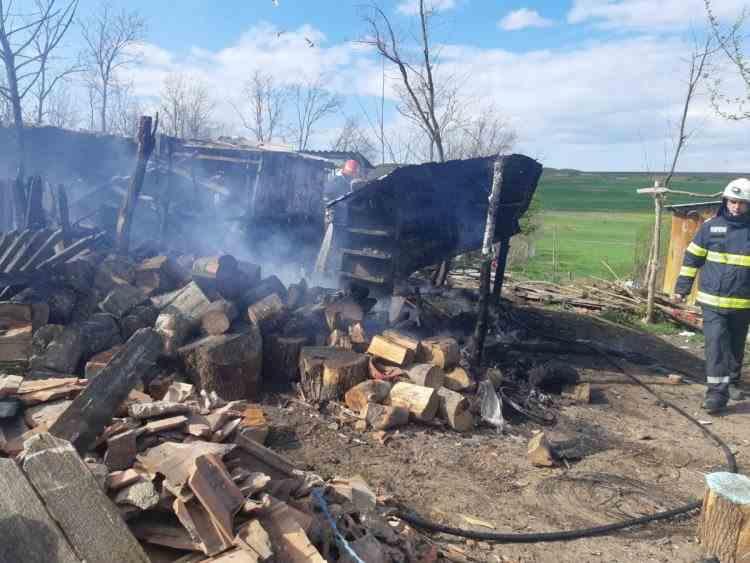 Incendiu provocat de copii lângă un rastel cu 40 de butelii