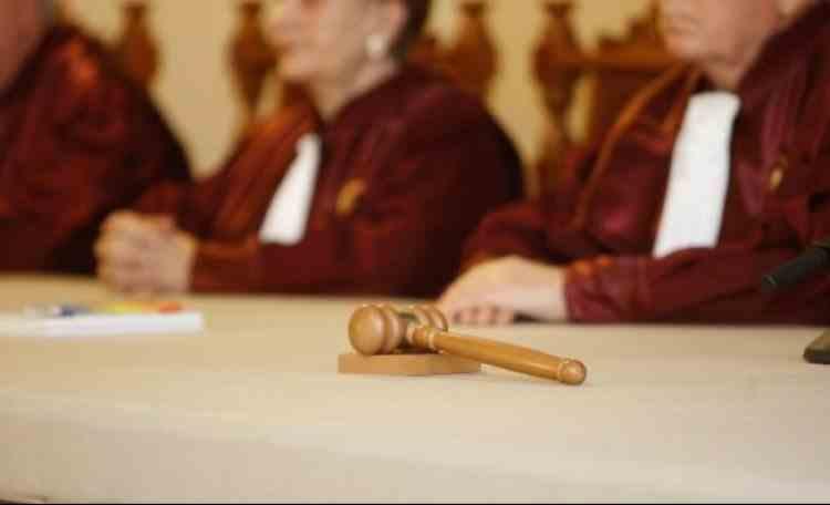 CCR: Redactarea motivării ulterior deciziei instanței aduce atingere dreptului de acces la instanţă şi dreptului la un proces echitabil