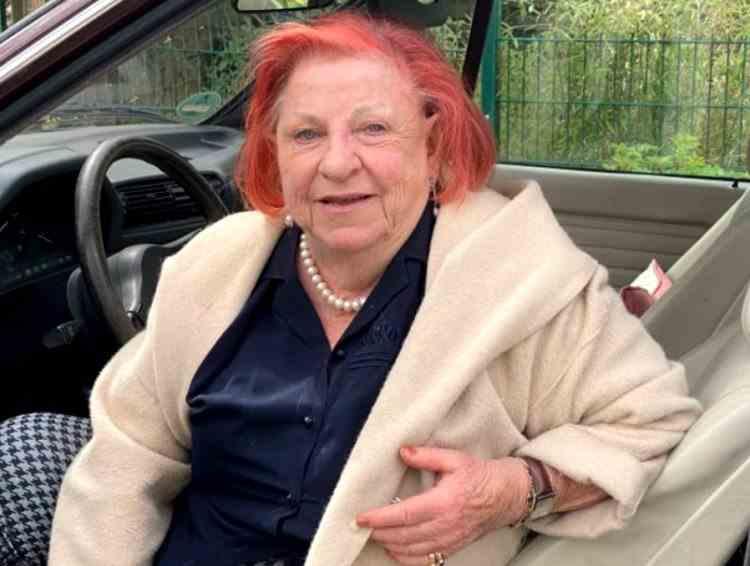 O bătrână de 85 de ani a condus timp de 20 de ani fără să aibă permis auto - Cum a fost descoperită